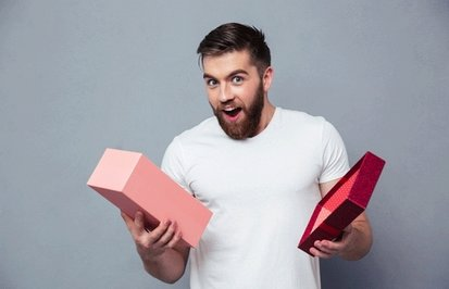 Что подарить любимым мужчинам на 23 февраля: обзор лучшей подарочной косметики