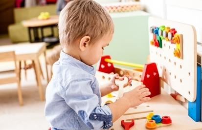 Развивающие игрушки для малышей: польза и какие бывают виды игрушек