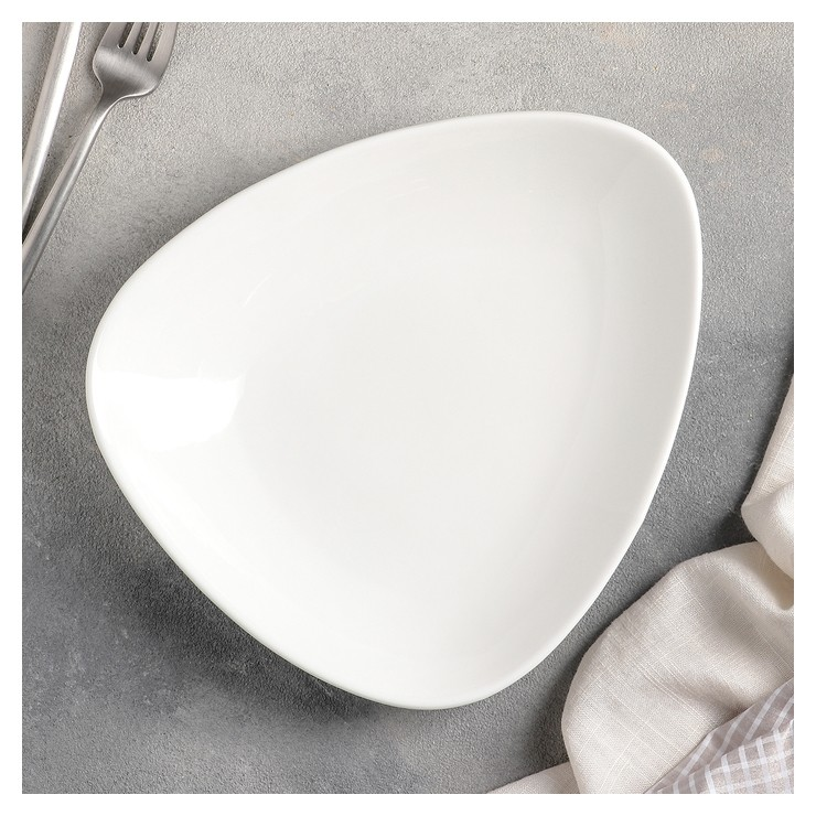 Блюдо треугольное, 24 см, цвет белый  Wilmax England