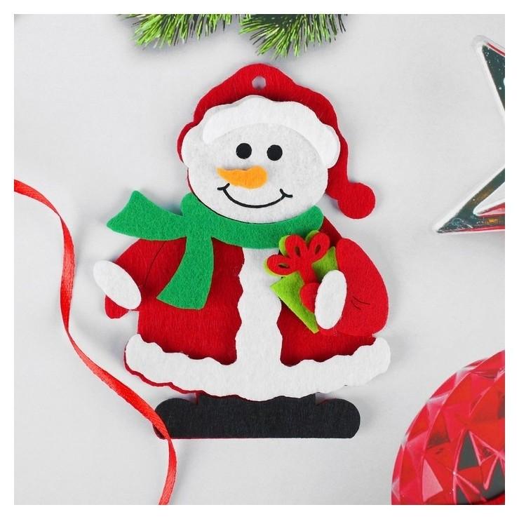 Набор для творчества - создай ёлочное украшение из фетра «Снеговик с подарком» NNB