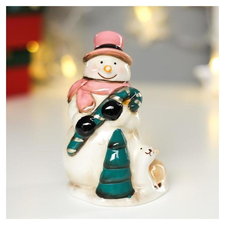Сувенир керамика Снеговик в розовой шляпе и шарфе с ягненком 11,8х6,5х7,5 см NNB