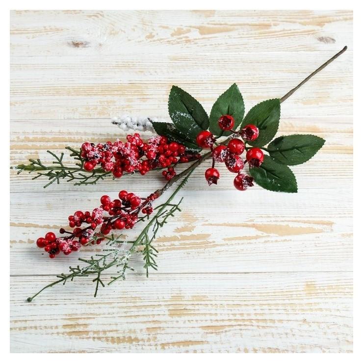 Декор Зимнее чудо веточка с ягодами 37 см Зимнее волшебство