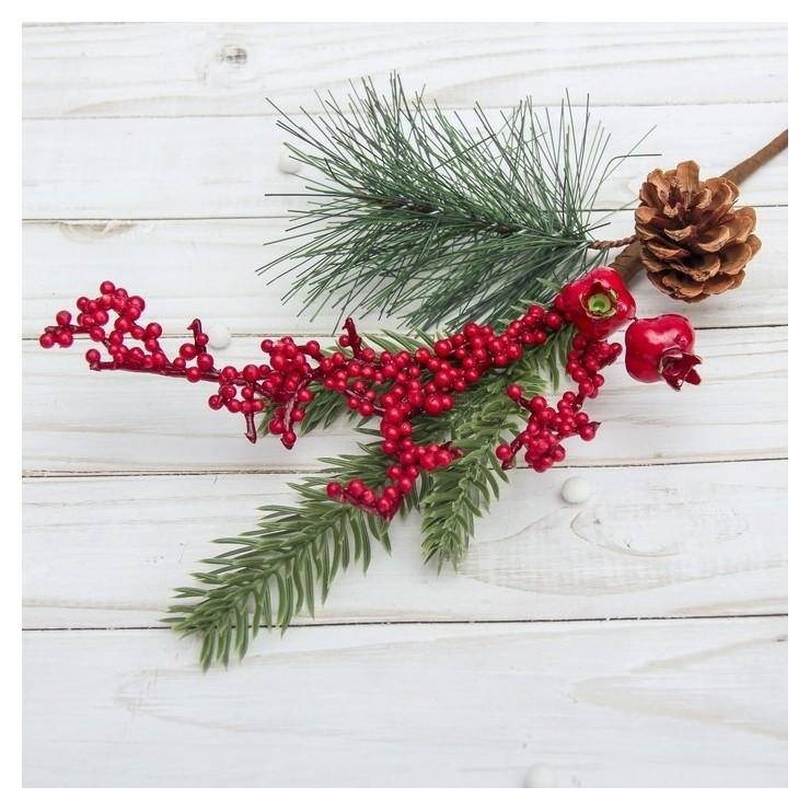 Декор Зимние мечты 30 см, ягоды, шишка Зимнее волшебство