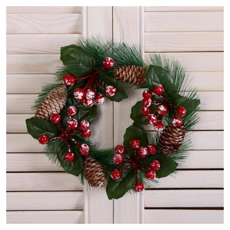 Венок новогодний D-16 см Зимнее волшебство ягодки и шишки Зимнее волшебство