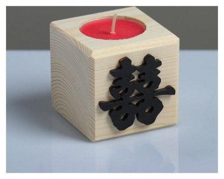 Свеча в деревянном подсвечнике с ароматом вишни Куб Иероглифы Счастье