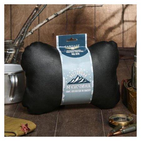 """Подушка автомобильная подарочная """"Настоящему мужчине"""", экокожа, черный, 16х24 см  Cartage"""