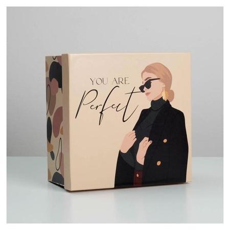 Коробка подарочная квадратная Girl, 22 × 22 × 12 см  Дарите счастье