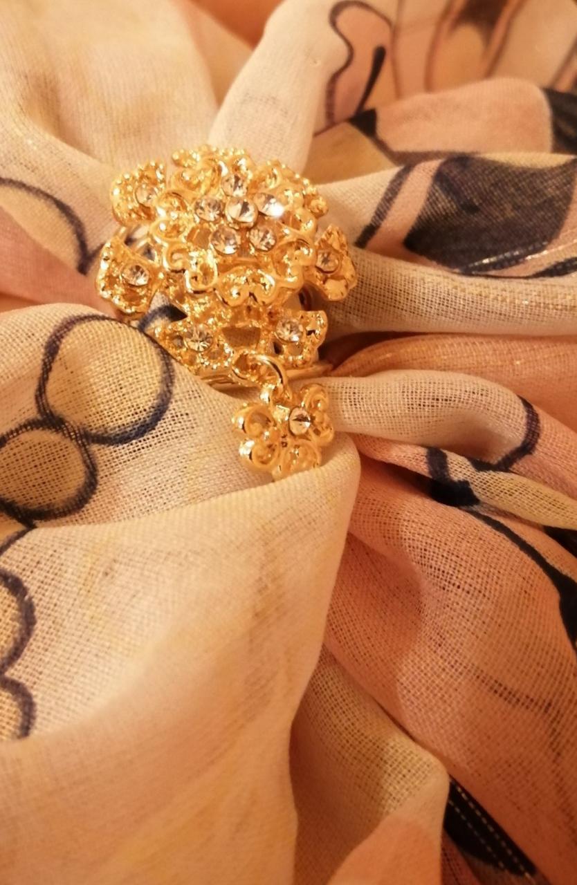 """Отзыв на товар: Кольцо для платка """"Цветок"""" с подвеской, цвет белый в золоте. Queen Fair. Вид 1 от 03.03.2021"""